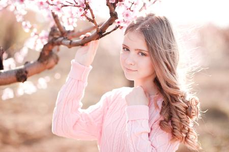Schone Teenager Madchen 14 16 Jahre Alt Posiert In Rosenfeld Das