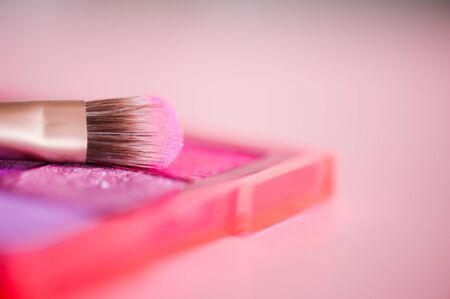 Makeup brush on eye shadow palette closeup. Selective focus. 写真素材 - 131956148