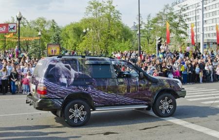 airbrushing: Irkutsk, Rusia - JUNIO DE 2012 2 El carnaval en las calles de Irkutsk en honor del D�a de la ciudad La m�quina con la aerograf�a en el tema forestal