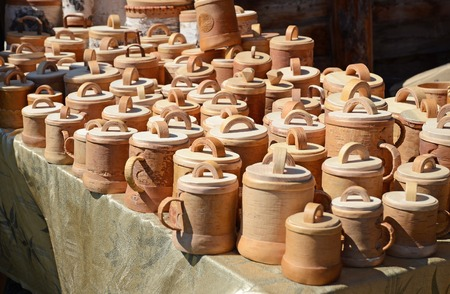 birchbark: Mugs with a lid made of birch bark in the outside shop