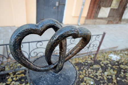 Samara, Ru - Nov, 20 2016: Sculpture Two Hearts in Samara Banco de Imagens