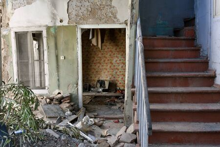 Remains of apartment in destroyed residential building. Demolition of housing for new construction 写真素材 - 135175640