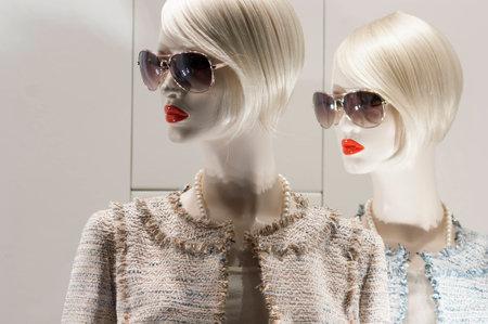 mode affichage centre commercial de détail fenêtre de cadeau de luxe salle d'exposition