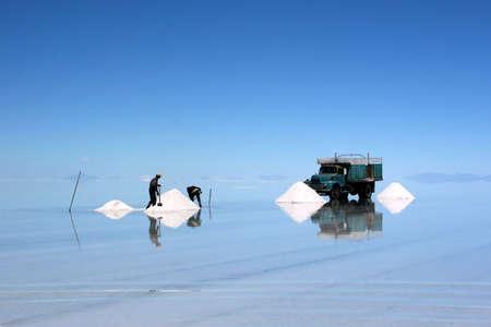 salar de uyuni: Salt Mining in Salar de Uyuni