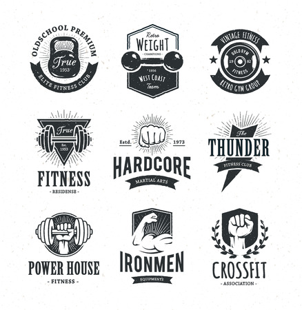 Set van retro stijl fitness emblemen. Vintage gym icoon sjablonen. Vector illustraties. Stock Illustratie