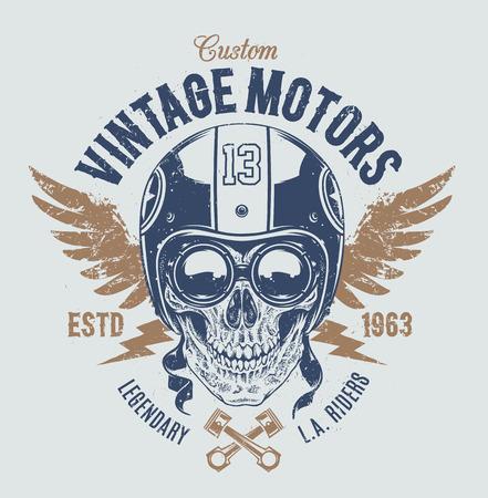 Rider skull with retro racer attributes. Grunge print. Vintage style. Vector art. Vettoriali