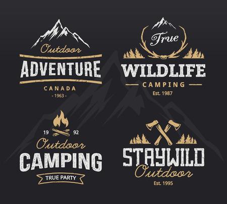 montagna: Set di campeggio d'epoca, emblemi avventura all'aria aperta. etichette retrò. modelli di progettazione. Vettoriali