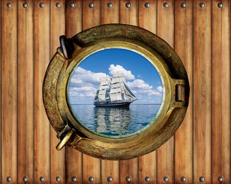 Boot Bullauge Fensterschiff mit Meerblick und Holzhintergrund