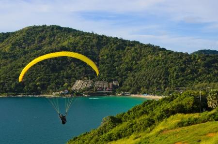 parapente: paragliding op de hemel
