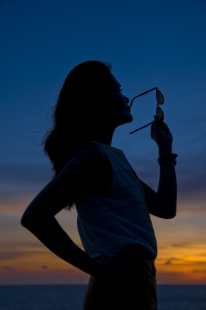 posting: silhouettes girl posting