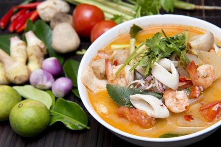 冬蔭功湯香辣蝦,泰國食品與配料烹飪