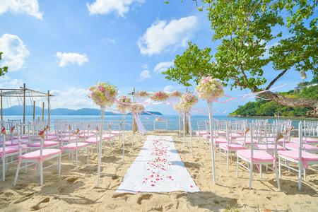 boda en la playa: boda bautiful estableci� en la playa, ceremonia de boda Foto de archivo