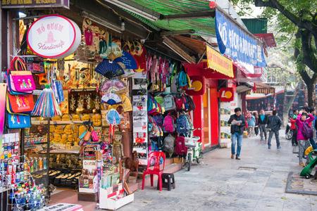 Hanoi, Vietnam Mar 13:: shop on Hanoi 36 old streets at Hanoi city on March 13, 2015 Vietnam Редакционное