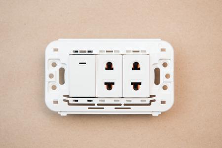 the switch: interruttori bianche e outlet, elettricit�
