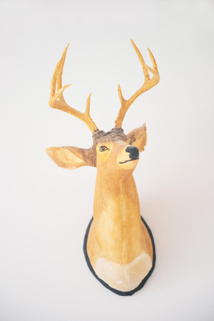 d�coration murale: Wooden deer head on the wall, decor