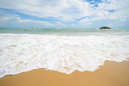 granola: gran ola en la playa, el mar