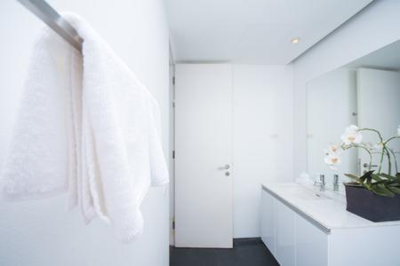 miror: white towel in bathroom, home
