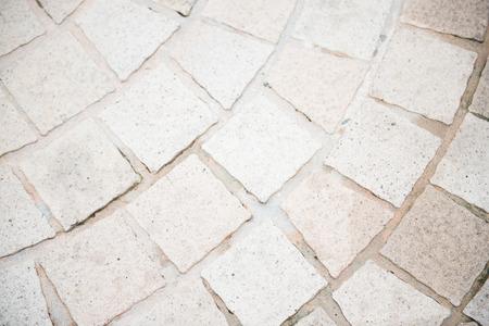 brick floor: piso de ladrillo blanco en el jard�n, piedra Foto de archivo