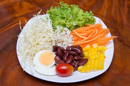 ensalada de verduras para una buena salud, la alimentación
