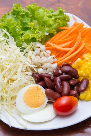 good health: groente salade voor een goede gezondheid, voeding