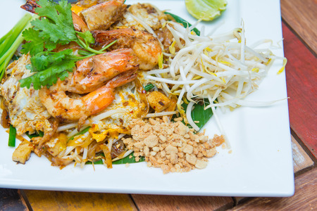 goong: fried rice sticks with shrimp or pad thai goong sod, Thai food Stock Photo