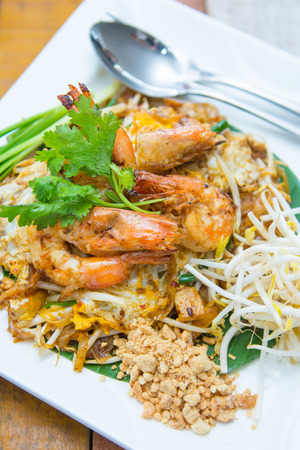 zolla erbosa: fried rice sticks with shrimp or pad thai goong sod, Thai food Archivio Fotografico