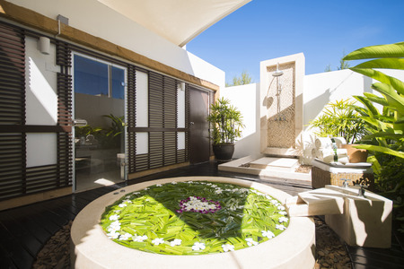 jacuzzi: Jacuzzi decoration by flowers and foliage in spa room, relaxation Editorial