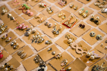 Ladies earrings for sale on market, beautiful Banque d'images