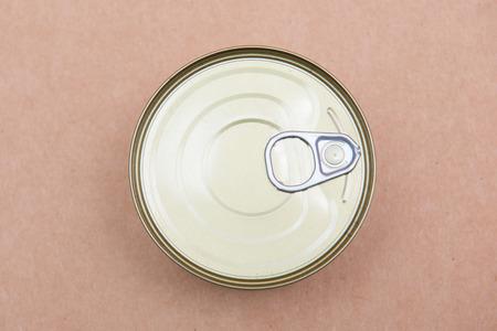 ring pull: ring pull on food can , aluminium