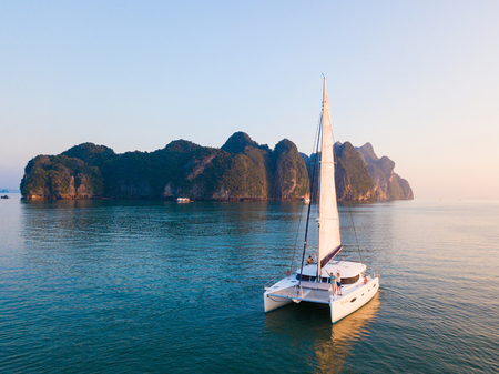 Aerial view of sailboat on the Phang-Nga bay, Phang-Nga, Thailand 版權商用圖片