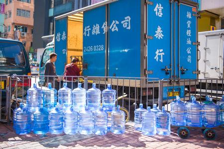 Hong Kong - January 10, 2018 :Gallon plastic water in town, Hong Kong Imagens - 120751809