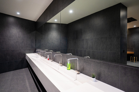 Piano lavabo in wc, lavabobas
