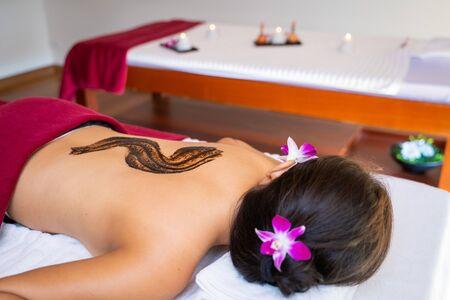 therapist use coffee scrub for massage,spa