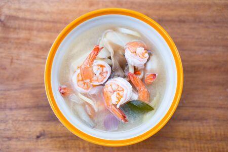 Tom Yum Goong - famosa ricetta di cibo tailandese, cucina