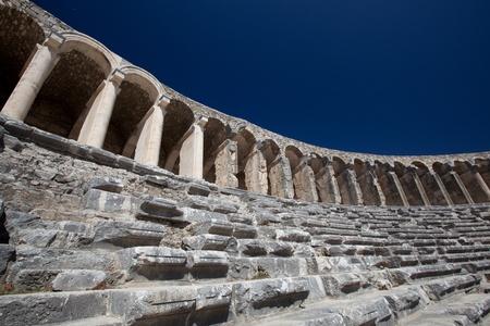 teatro antiguo: Antiguo teatro de Aspendos en el sur de Turqu�a
