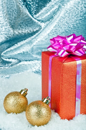 Christmas ball and gift box Stock Photo - 11271423