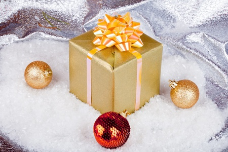 Christmas ball and gift box Stock Photo - 11271413