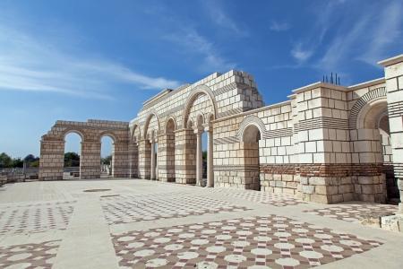 Die große Basilika in der ersten bulgarischen Hauptstadt Pliska Standard-Bild - 15911223