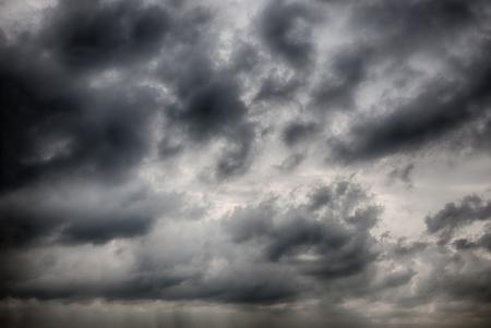 Dramatic nuages ??orageux image HDR Banque d'images