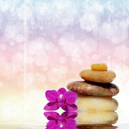 piedras zen: Masaje de piedras Zen concepto de spa de fondo zen refleja en el agua