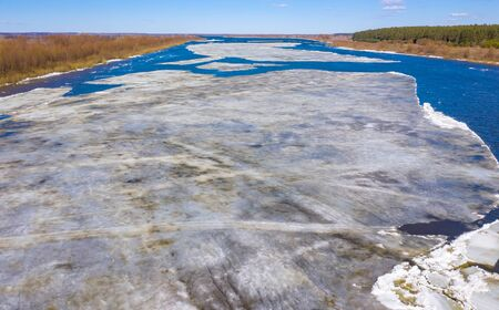 Flying drone over the ice floating on the river Oka, Russia Standard-Bild - 131955681