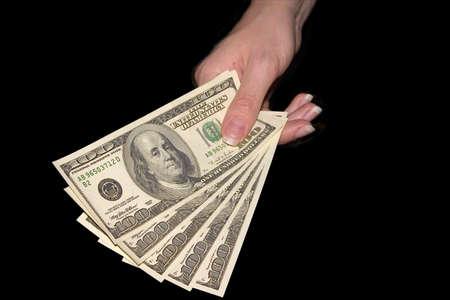 Les cinq hundresds de dollars dans la main