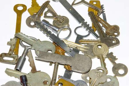 ferreteria: las muchas claves de edad en fondo blanco