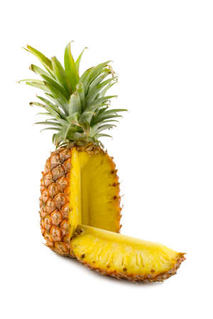les tranches d'ananas isol� sur fond blanc