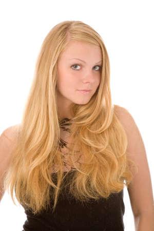 le portrait de jeune femme blonde sur fond blanc