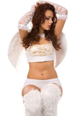 jolie femme habill�e comme ange sur le fond blanc