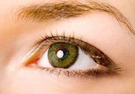 contact lenses: mujeres de ojos verdes con lentes de contacto macro  Foto de archivo