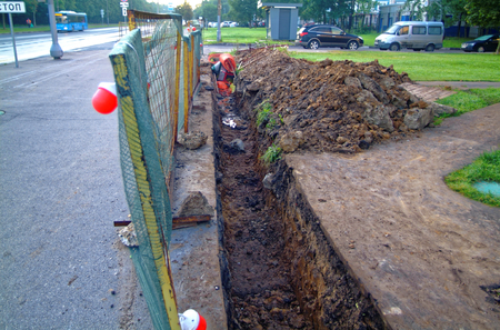 repair trench with fence in the morning in Moscow Imagens