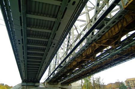 흐린 하늘, 모스크바에 대 한 철도 교량 스톡 콘텐츠 - 106278722