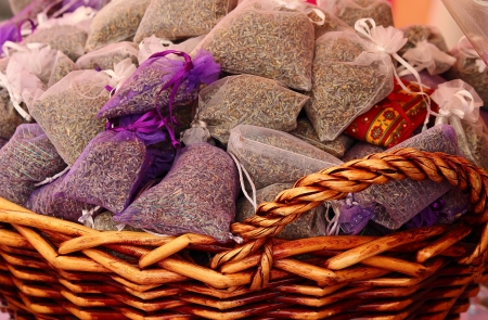 sachets: Lavender scented sachets with fresh flowers
